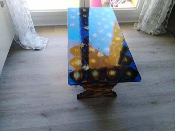 table résine bleue lune