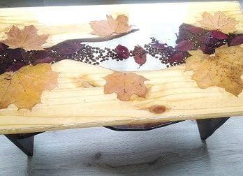 table résine rivière automne ,grain de café