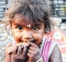 fille pauvre mais heureuse